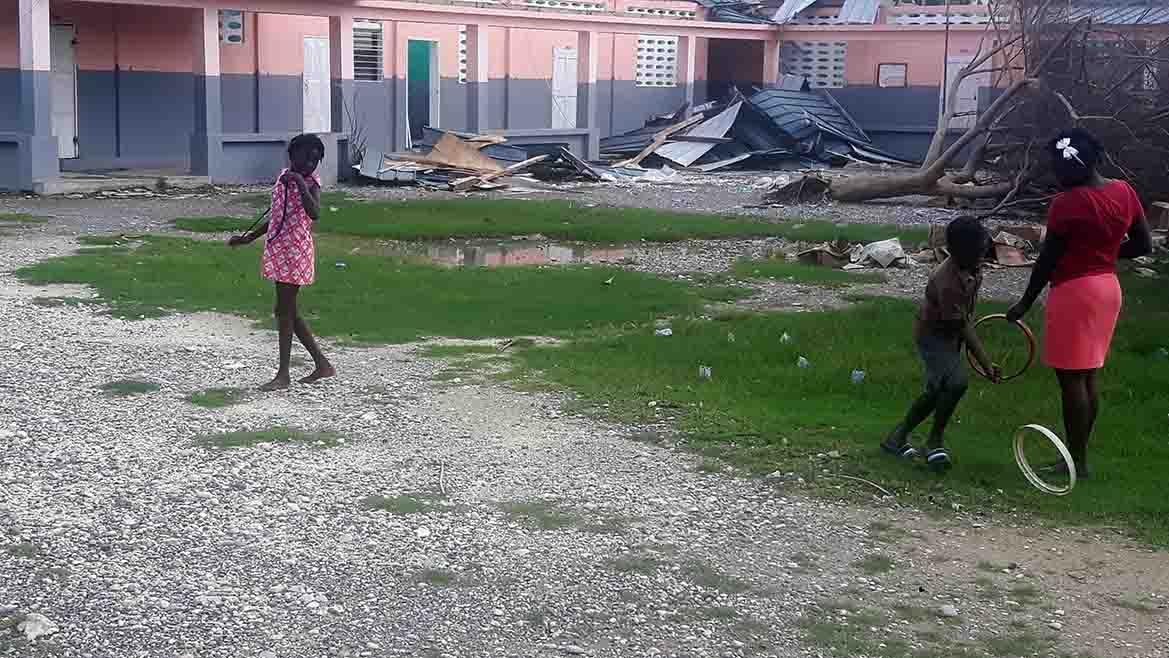 childrenplaying_haiti
